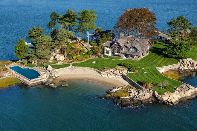 Living on an island in Connecticut? The owners of this Norwalk Islands home live at the residence all year. They commute by boat to New York. (Photo: Stefen Turner)