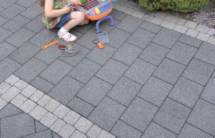 Tobermore Sienna block paving in charcoal with silver details