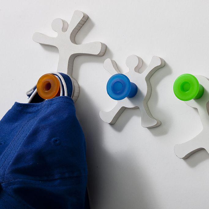 El perchero, tanto el de pie como el de pared, es uno de los objetos más útiles, que además puede ser sumamente decorativo... www.mujercountry.biz