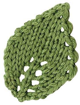 Af garnrester kan man strikke disse fine blade, f.eks som pynt på en hue. Vælg strikkepinde, der passer til garntykkelsen