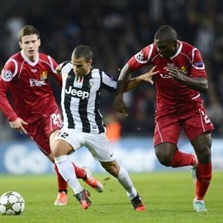 Sebastian Giovinco, Juventus & Ivan Runje, Nordsjaelland. | FC Nordsjaelland 1-1 Juventus. 23.10.12.