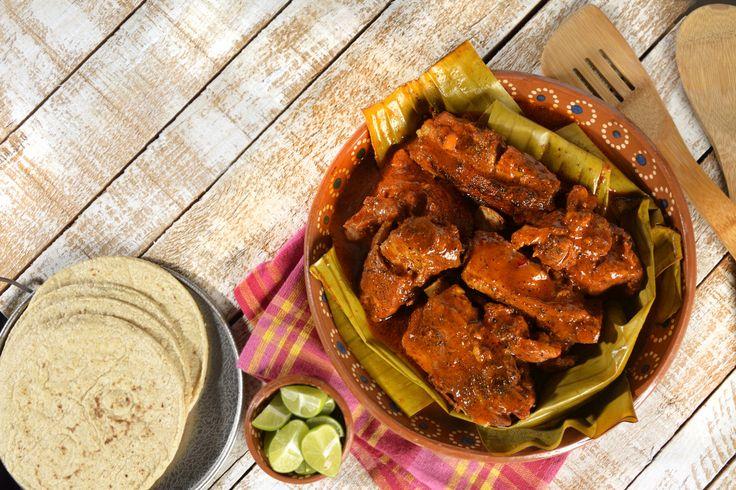Prepara esta receta de cochinita pibil en Olla Express®  es muy fácil de hacer y queda deliciosa. No tengas miedo de usar la olla express es un utensilio buenísimo para cocinar platillos de forma más fácil.