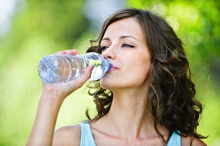 Tělo dospělého člověka se skládá z 50 % vody. Zajišťuje životně důležité funkce: rozvádí živiny a jiné důležité látky k buňkám, škodliviny a odpadní látky naopak odplavuje. Kromě toho reguluje i teplotu a má řadu dalších důležitých rolí. Významný vliv má i na h…