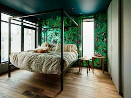 Vinegar Hill Apartment: modern Bedroom by General Assembly