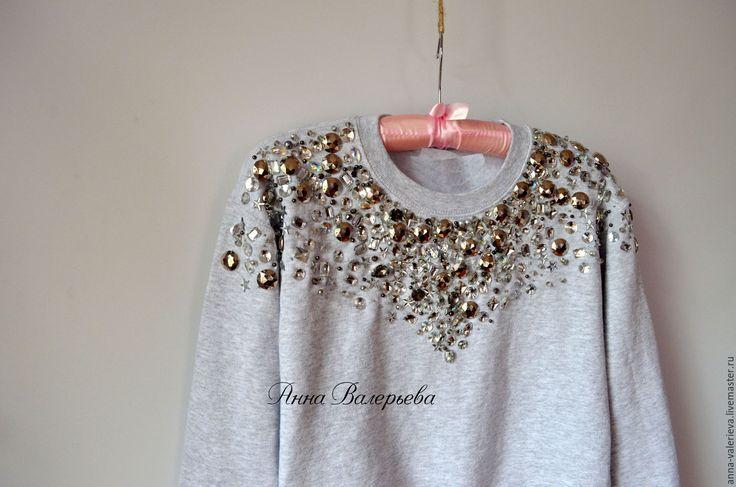 Толстовка свитшот пуловер со стразами