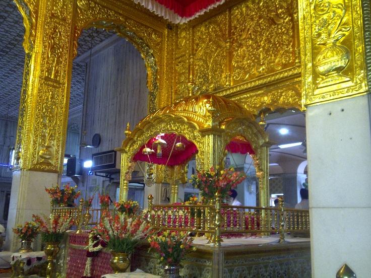 gurudwara interior in deep fushia 31 july12
