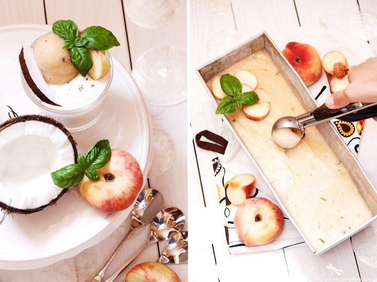 Pfrisich-Basilikumsorbet auf Kokosjoghurtcreme, Sommersünden, leichte Sommerdesserts,
