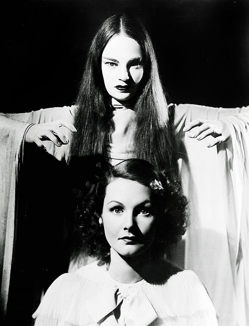 Carroll Borland andElizabethAllan in Mark of the Vampire (1935)