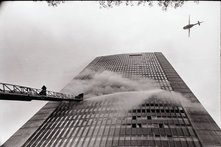[Incendio del Edificio Avianca] / Manuel H / 1973 / Colección Museo de Bogotá…