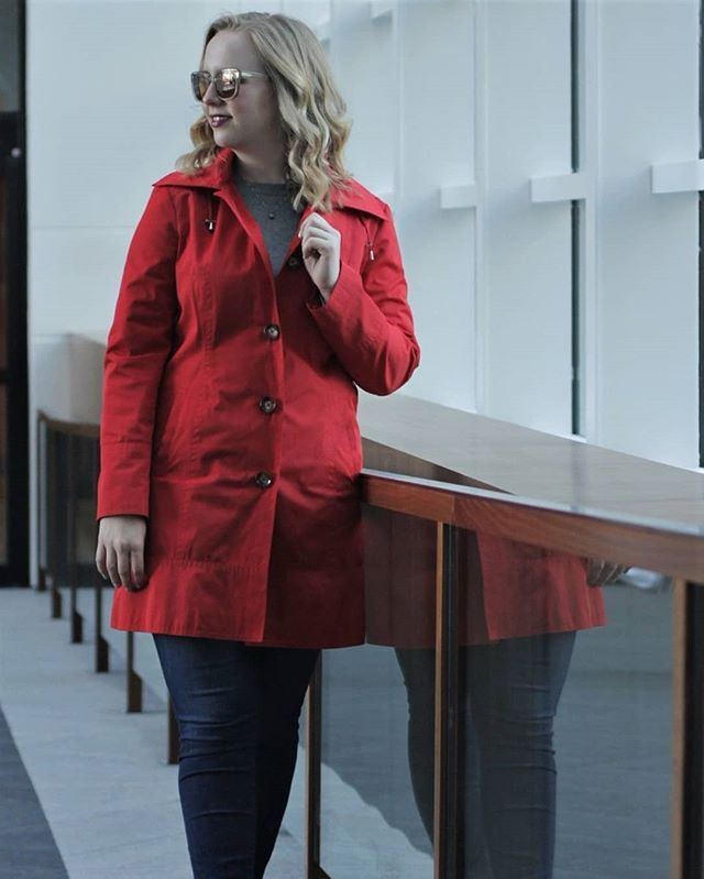 READY FOR SPRING?! Yeah me too. Just posted a new outfit with this adorable red rain coat and I'm talking about my pending move and spring cleaning. Do you have any MOVING TIPS? Please share!! To view my most recent post follow the link in my bio!  #moving #sunglasses #redcoat #raincoat #trenchcoat #warbyparker #red #jeans #loveloft #sweater #spring #springtime #springfashion #springstyle #mnfashion #minneapolisfashion #womenwithstyle #whatiwore #mylook #outfitshare #ootd #ootdfashion