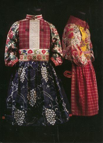 Marken, dress for boy (left) and girl (right) #NoordHolland #Marken