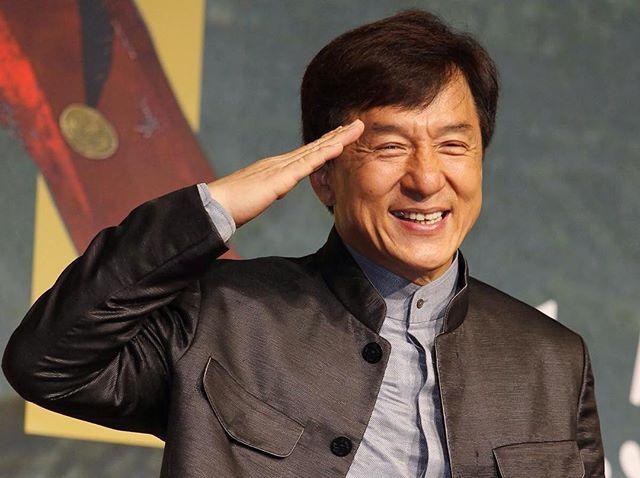 """Джеки Чан получил почётный """"Оскар"""" за вклад в кинематограф🏆 """"После 200 фильмов и стольких сломанных костей он, наконец, мой"""",-прокомментировал актёр. 😌👌🏻 #jackiechan#oscar#winner"""