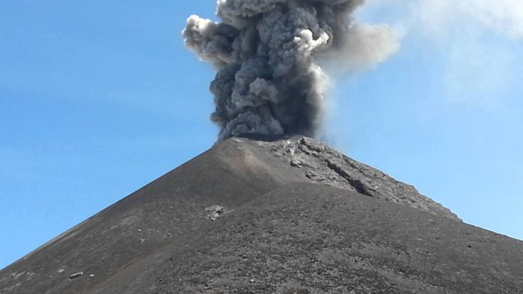 Evacúan a 280 personas por erupción del volcán de Fuego en Guatemala -  GUATEMALA.- Al menos 280 personas fueron evacuadas hoy en Guatemala después de que el volcán de Fuego, en constante actividad, entrara en erupción, la primera de este año.   La Coordinadora Nacional para la Reducción de Desastres indicó que además de estos evacuados, unas 46.004 personas se han ... - https://notiespartano.com/2018/02/01/evacuan-280-personas-erupcion-del-volcan-fuego-guatemala/