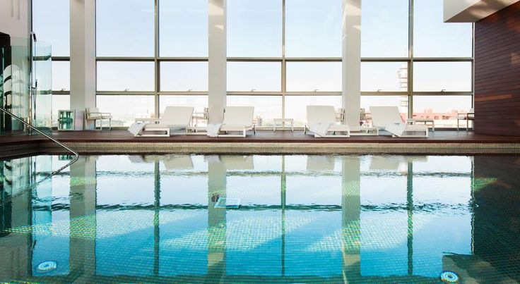 Hotel Reina Petronila Zaragoza This luxury hotel is next to the Aragonia shopping and leisure centre. Hotel Reina Petronila offers free Wi-Fi access and a spa with an indoor pool and fitness area.  The Reina Petronila offers excellent services in a superb location.
