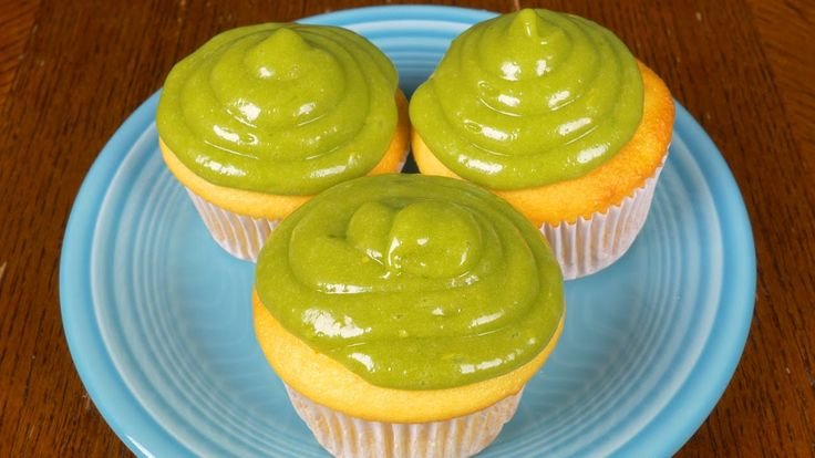 Avocado Desserts That Are Avomazing! NOTE: These aren't vegan recipes but they CAN be veganized pretty easily with the right ingredients.