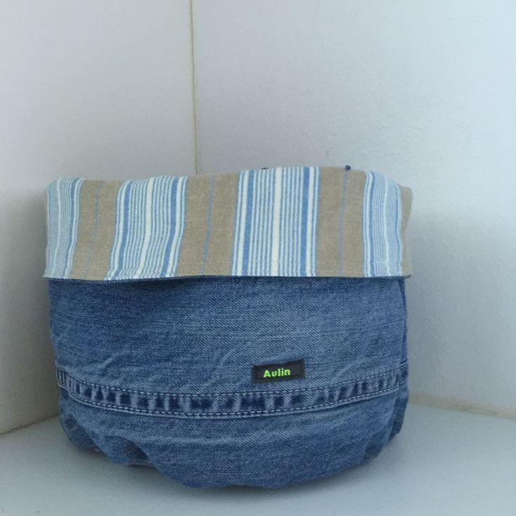 Recycled stofkurv af jeans. God til at holde styr på vanter og huer.