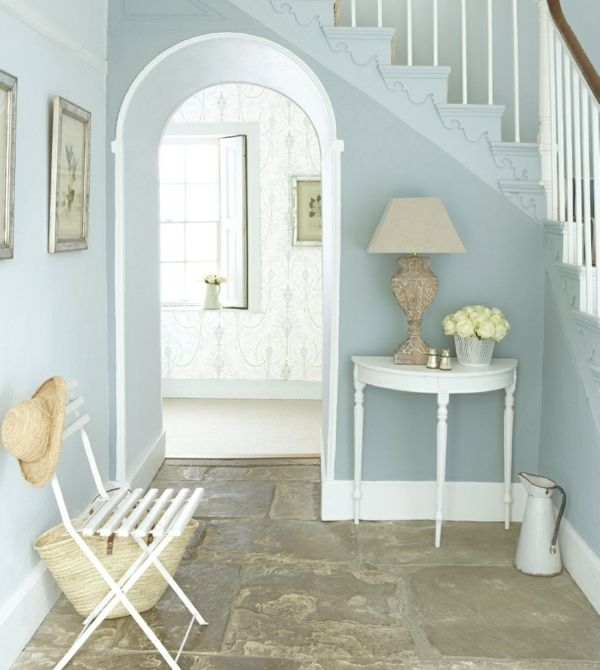 Steinboden Hausflur blaue Wandfarbe