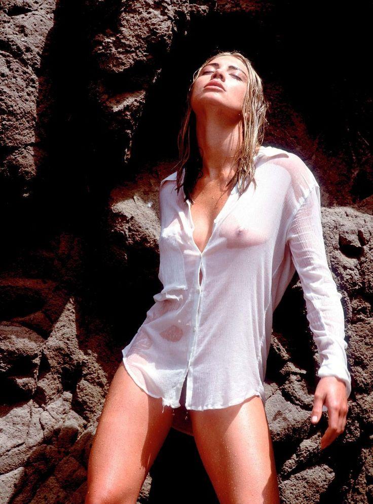 Wet hot Nude Photos 23