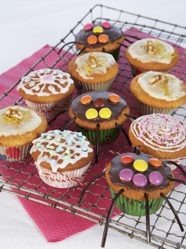 Lag muffins til barneselskapet eller venninnegjengen. Så kan du tilsette ulike smaker etter hva du måtte ønske og pynte dem etter alle kunstens regler.