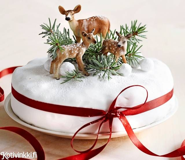 Klassinen englantilainen hedelmäkakku vain paranee vanhetessaan. English fruit cake for Christmas. #christmascakes #cakesforchristmas