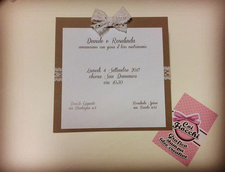 Partecipazione di nozze in stile shabby chic: doppio cartoncino e pizzo