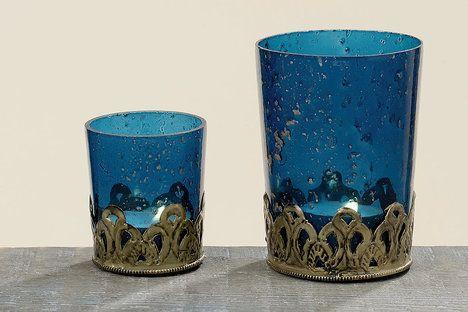 Svícny Yasmine v petrolejové barvě jsou provedené v orientálním stylu, cena menšího svícnu 39 Kč; La Almara