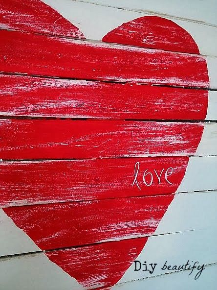 How to make a Mini Pallet Valentine Sign www.diybeautify.com