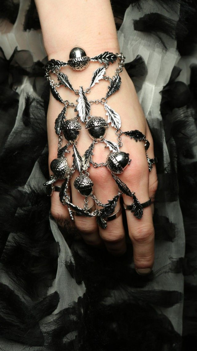 Alexander McQueen Womens Autumn/Winter 2014 jewelry woman - http://amzn.to/2iQZrK5