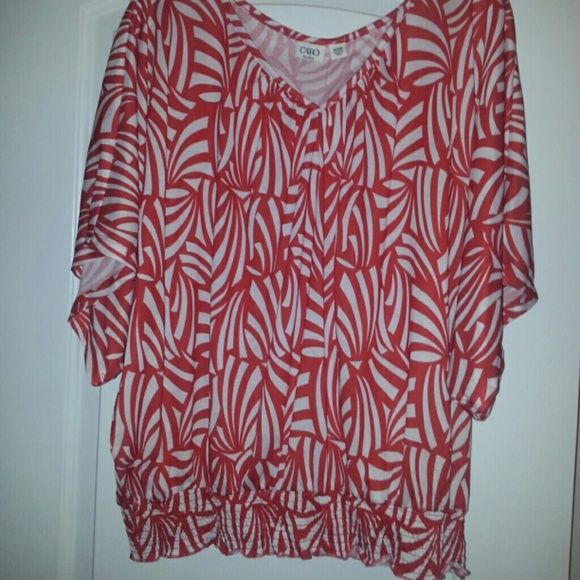 Red and white slouchy top Red and white design slouchy top with a banded bottom. Brand new Cato Tops