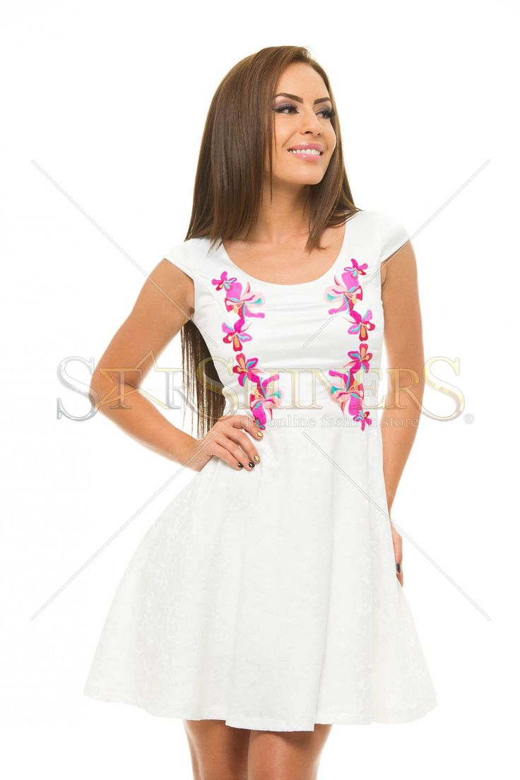 StarShinerS Brodata Precious White Dress