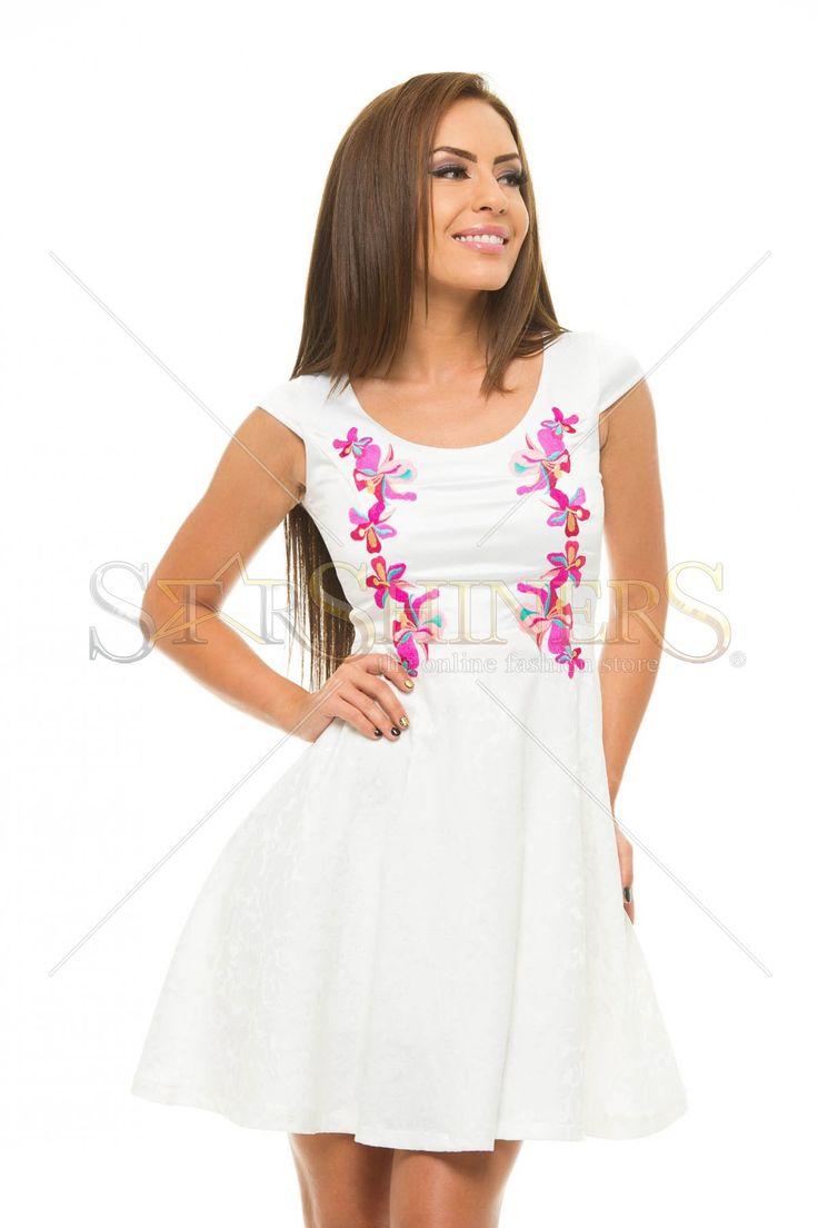 StarShinerS Brodata Precious White Dress