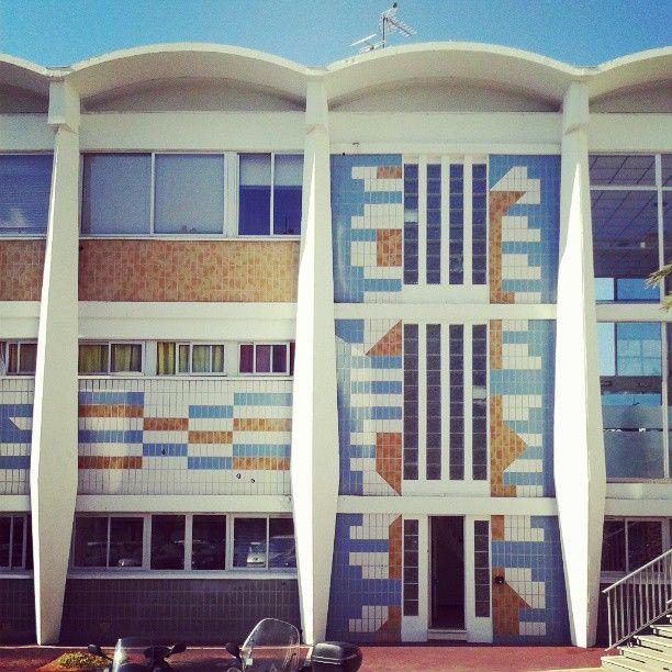 #toulon piscine du port-marchand #1970 à #1972 #architecture : #Alfred_Ludovic_Henry #décoration : J#ean_Gérard_Mattio #patrimoine_du_XXe_siècle
