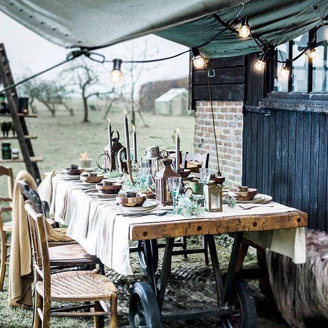 BARN BRUNCH • een tafel gedekt met grof linnen, stoer servies en authentieke lantaarns. Puur en ambachtelijk zijn het toverwoord. Schuif aan! Fotografie @sjoerd_eickmans | Styling @lizawassenaar