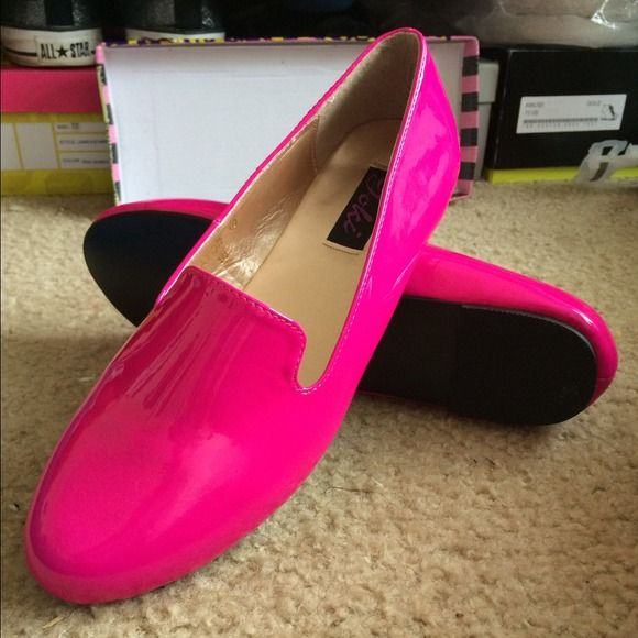 Yoki Gator Flats Fuchsia patent leather flats. Printed shoe size is 10. I am a true 10 and the shoe is too short on my toes and heel that's why it is listed as 9.5. Bought from a seller on vinted. Never worn. Brand new in box with dust covers. The seller I got them from used the box as the shipping box and put purple cheetah print packing tape all over. But other than that theyre so bright and cheery, perfect for any girls' new summer wardrobe. :) Yoki Shoes Flats & Loafers