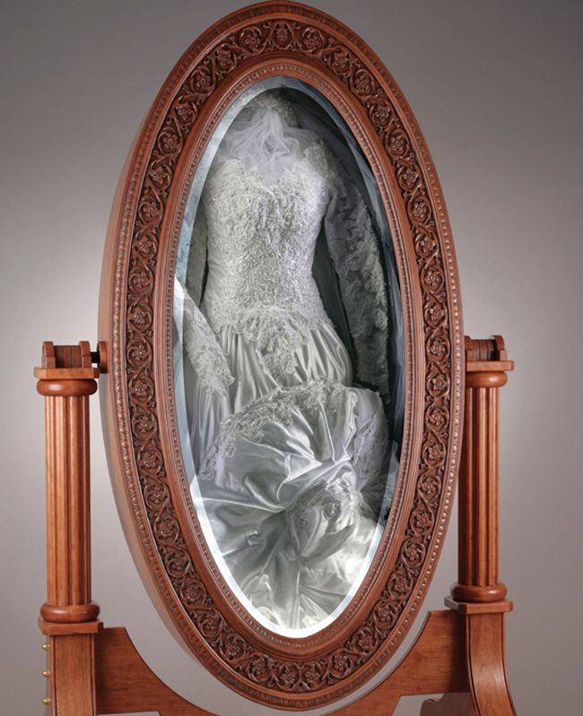 WOW. Just wow. I don't think I would do this, but how cool is this? Your wedding dress framed in a mirror 'box'. Looks so pretty.