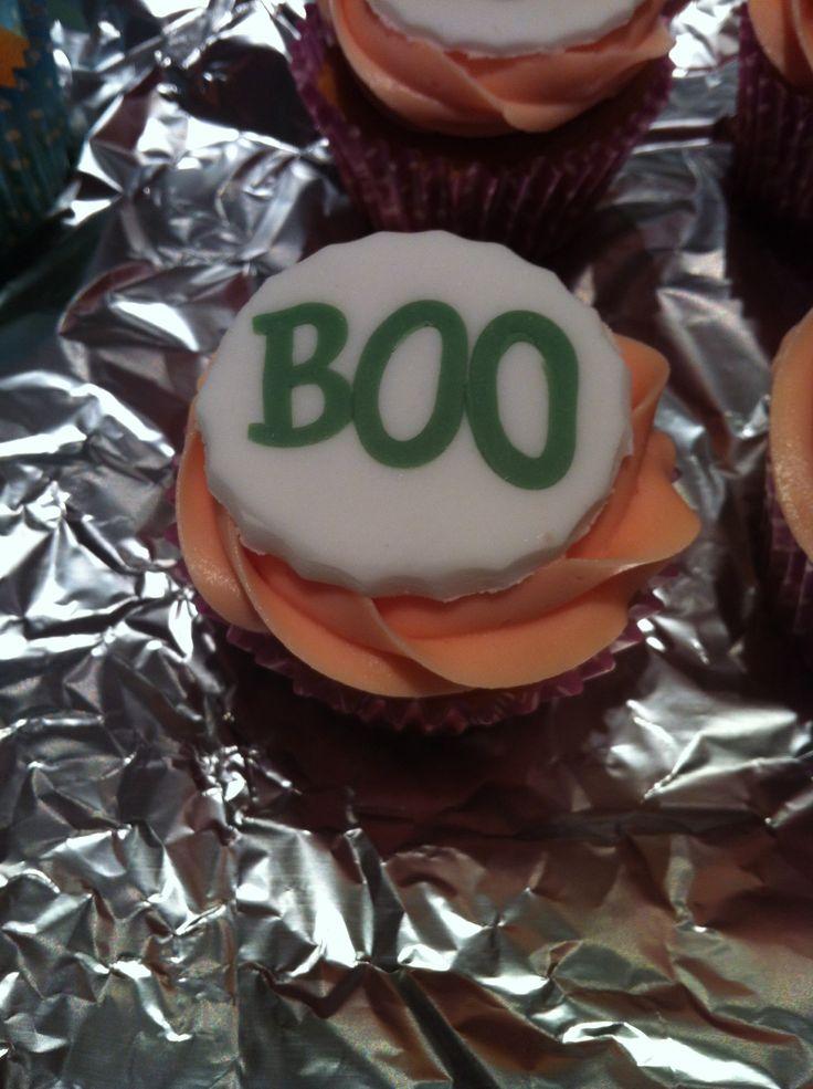 Boo halloween cupcake