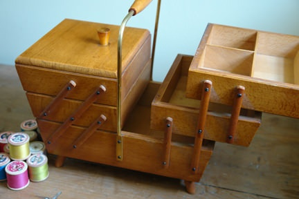 vintage wooden sewing box & looks nearly like mine ♡