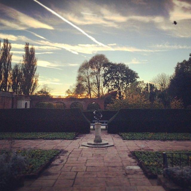 Jeden z moich ulubionych parków w Londynie, trochę kwiatowy, trochę zarośnięty, warto wpaść odpocząć!
