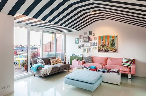THAT ceiling and of course a good art wall #gallerywall #prints #geometric