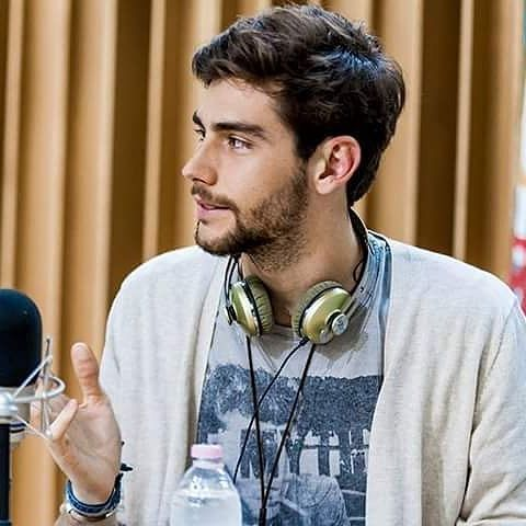 Alvaro @alvarosolermusic is interviewed by the Italian radio station Radio Deejay @radiodeejay in Milan, May 20 2015. This is one of Alvi's first radio interviews!   Alvaro @alvarosolermusic es entrevistado por la emisora de radio italiana Radio Deejay @radiodeejay en Milan, 20 de mayo de 2015. Esta es una de las primeras entrevistas de Alvi con la radio!