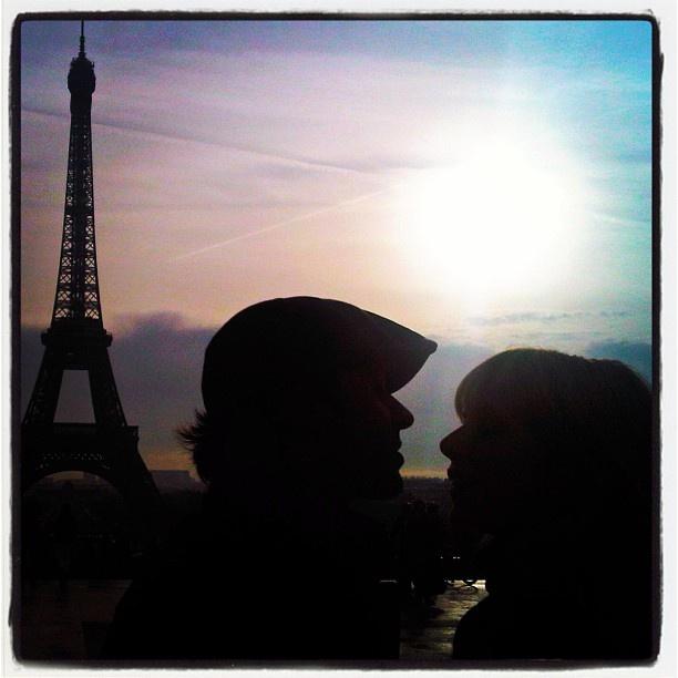 """Agueda Lopez: """"París siempre nos enamora y nunca nos rompe el corazón... #Paris #Eiffeltower #sunset"""""""