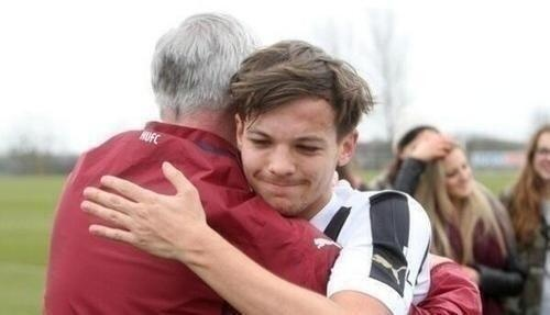 Awww Louis met his real dad today :') <<<< wait what how am I this uninformed<<< OMG what how did I not know this<<< OMG how did I not like get a million people telling me this?<<-- awwww :')