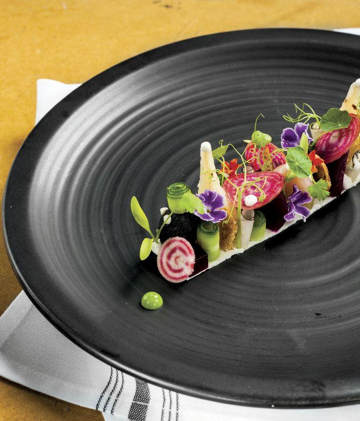 Aprende a preparar la riquísima ensalada de betabel, receta del chef Darren Walsh.