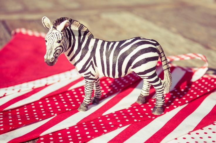 Red bunting by Zoe&Zebra.