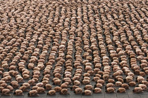 Spencer Tunick Photographs 18,000 Nudes in Mexico City