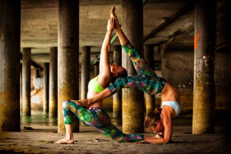 Amanda Manfredi & Jessie Monds - partner yoga