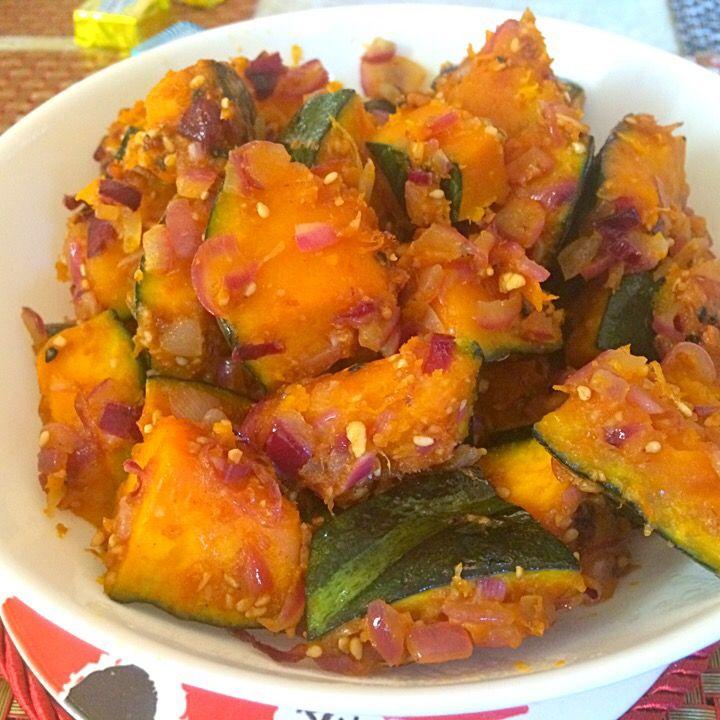 Tomoko Itoさんの料理 うちの簡単パンプキンマリネ  紫の玉ねぎにエジプト塩で仕上げました。