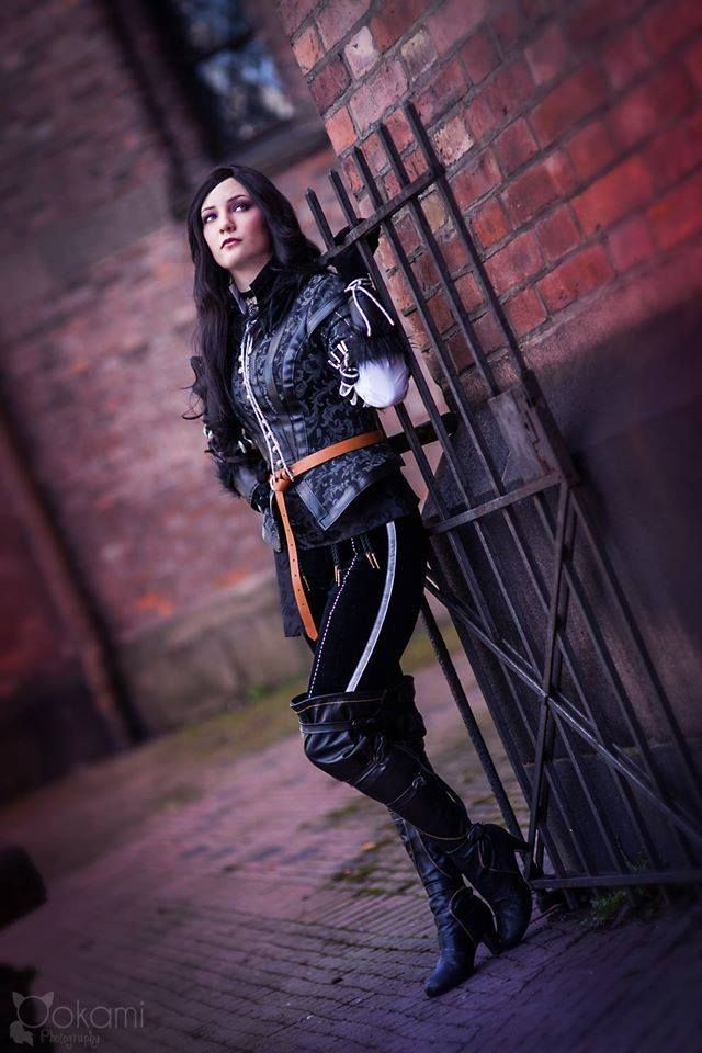 Yennefer of Vengerberg cosplay, from the witcher series. Cosplay by Santatory  https://nb-no.facebook.com/SantatoryCosplay Photo by Ookami cosplay photography https://nb-no.facebook.com/ookamicosphoto