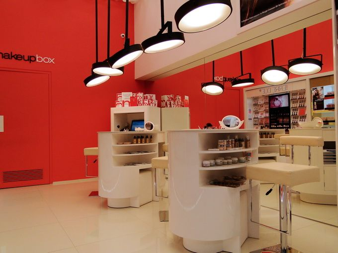 Makeupbox brand shop interior design