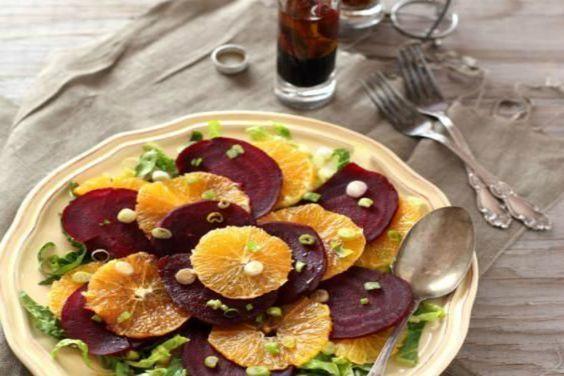 Insalata di rape rosse e arance, ricetta perfetta per preparare un contorno di verdure sano e gustoso. Ottima in ogni stagione.